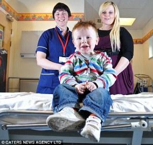 Jamie, telah menerima 93 liter darah donor sepanjang 4 tahun hidupnya/dailymail
