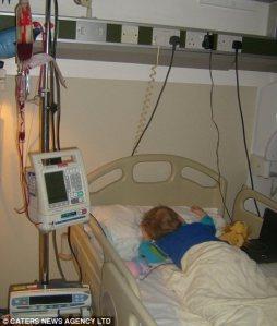 Jamie setiap 2 minggu harus menerima darah baru agar bisa tetap hidup/dailymail