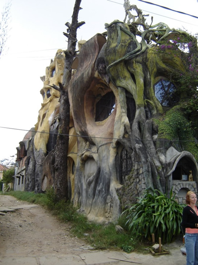 CRAZY HOUSE karya brilian dari arsitek Hang Nga