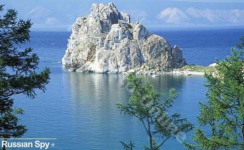 Danau Baikal di Rusia, di dalam danau laut tawar terbesar di dunia  ini dikabarkan menjadi tempat pertempuran penyelam militer Soviet dan  alien, 1982. Dari tujuh penyelam, 3 tewas, 4 luka parah.