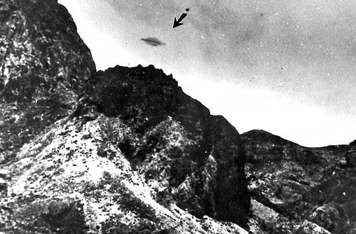 UFO di atas Trinidade Island, Brazil in May 1958