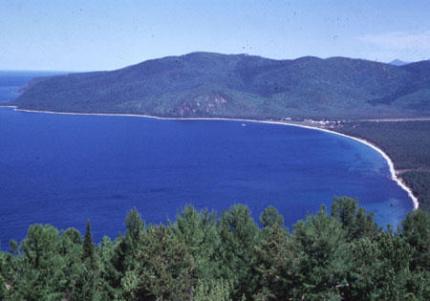 danau baikal di siberia rusia ketika tidak membeku istw Misteri Lingkaran Lempengan Es di Danau Baikal